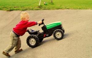 Приучаем ребёнка любви к труду с детства