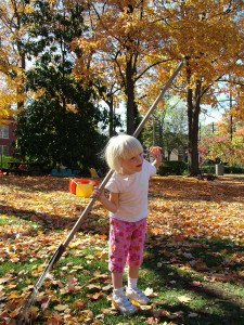 девочка, сад, помощь