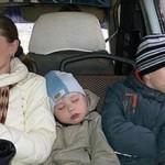 Мама с детьми в общественном транспорте