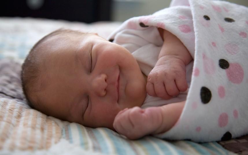 Спящий новорожденный ребёнок