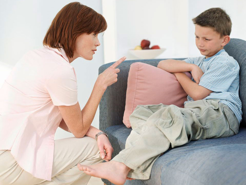 Доверительная беседа с ребенком помогает остановить кражи