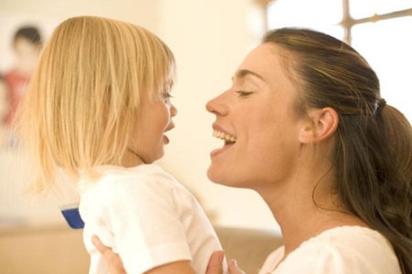 Развитию речи способствует пропевание звуков
