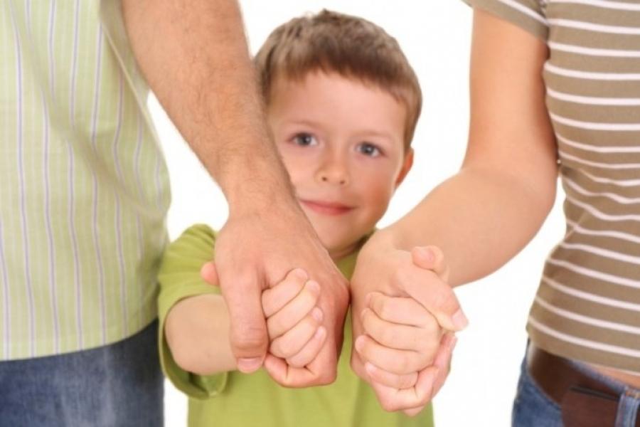 Родители и мальчик