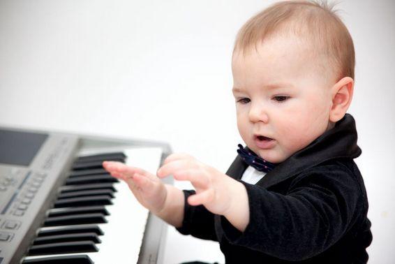 Первое знакомство с пианино