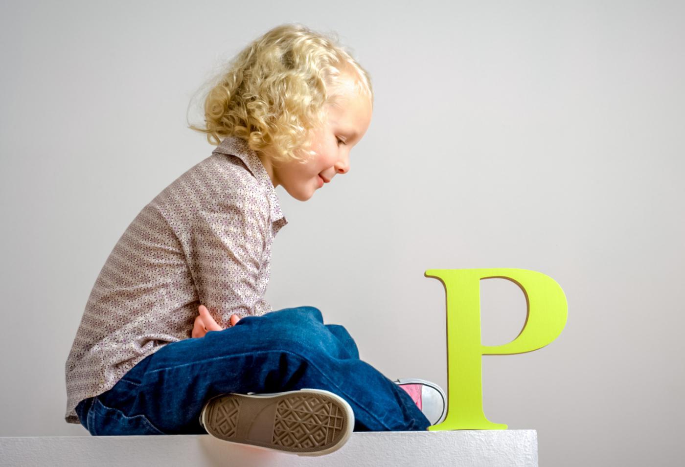 Ребенок и буква Р