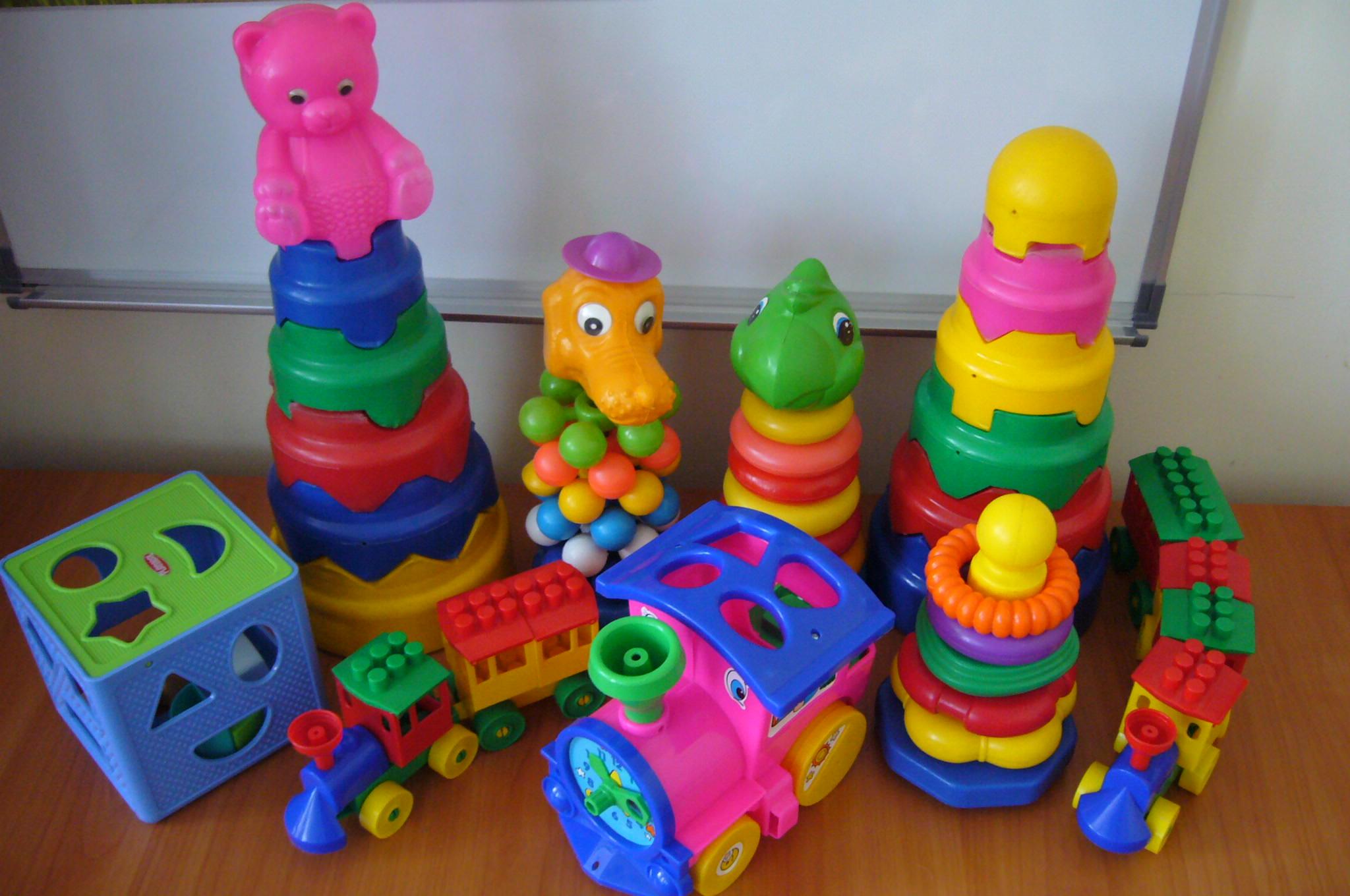 картинка сенсорные игрушки сестра