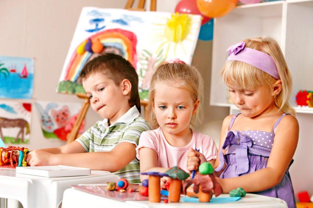 Дети 3-4 года играют