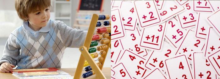 Ребенок, счеты и карточки