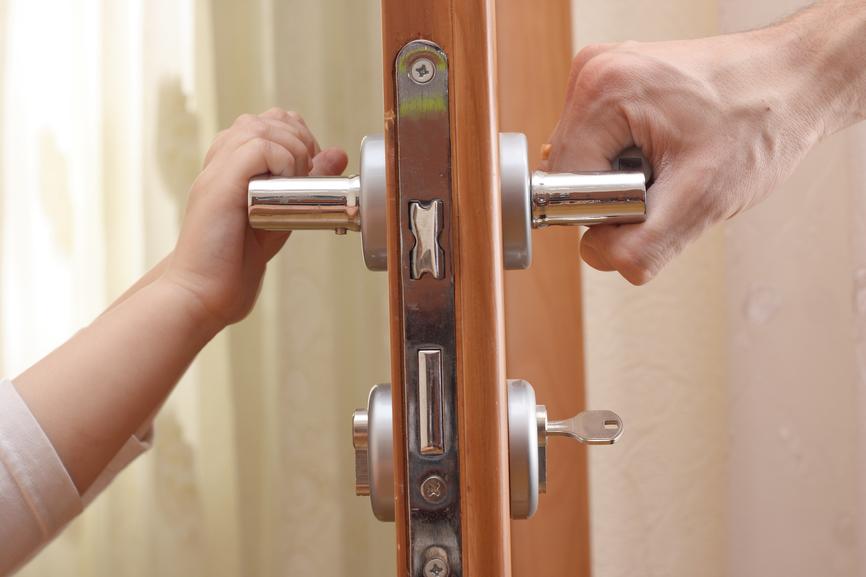 Не открывать дверь