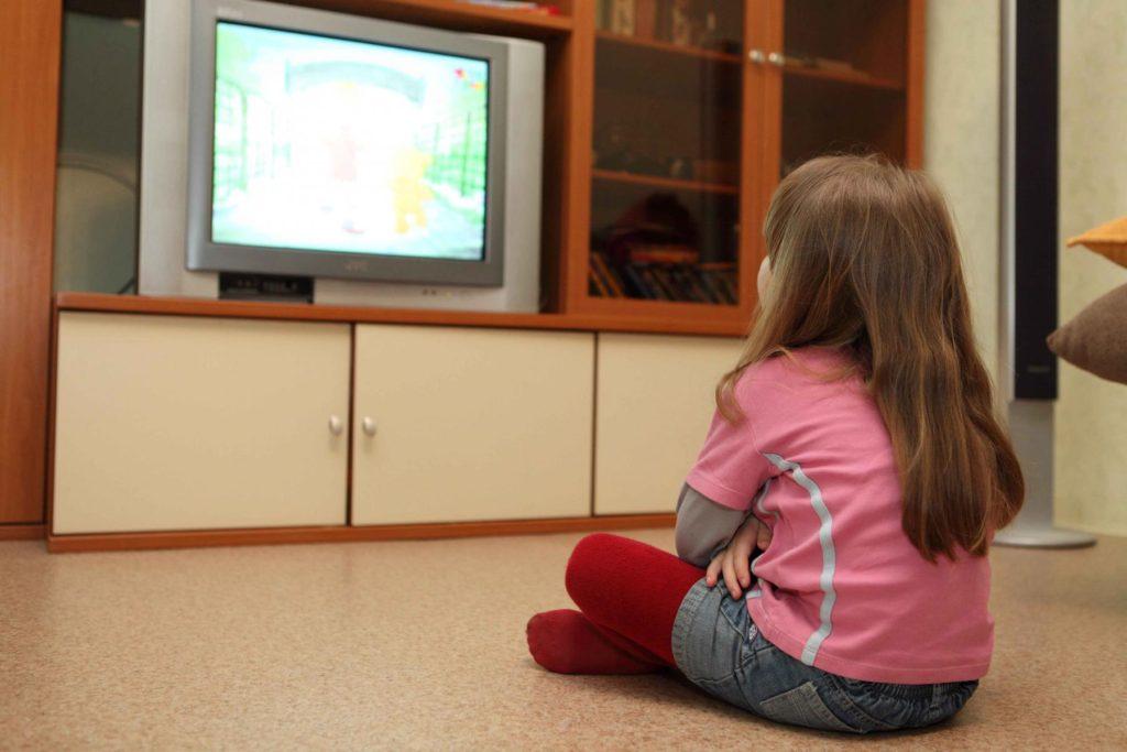 Многочасовой просмотр телевизора