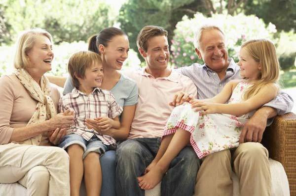 Разные поколения в семье