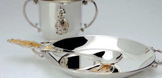 Серебряная ложечка, чашка и блюдечко