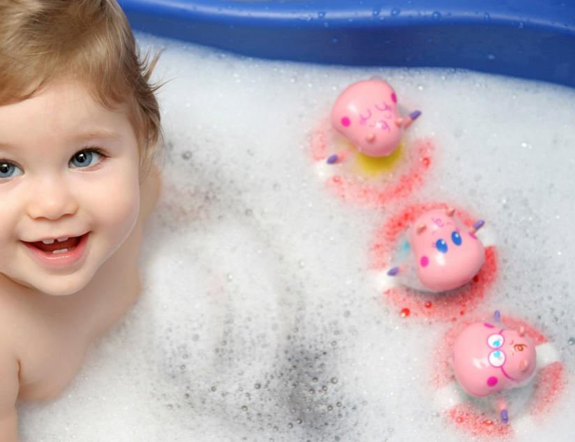 Игры ребенка в ванной