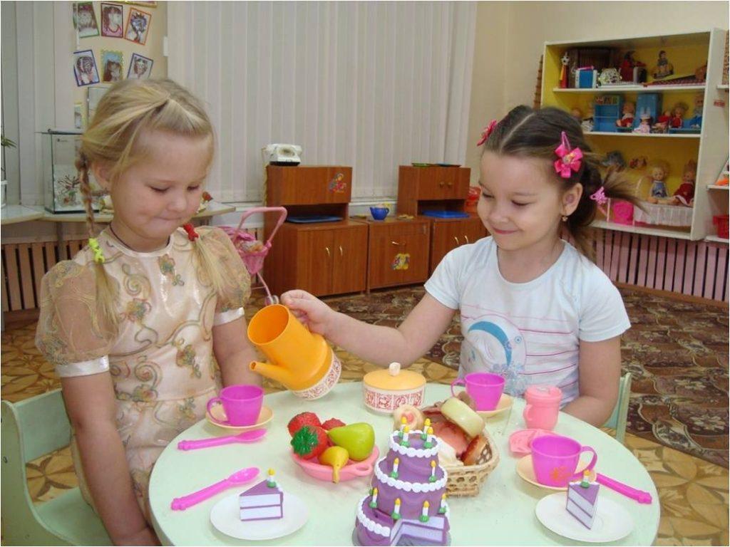 Обучение поведению за столом в детском саду