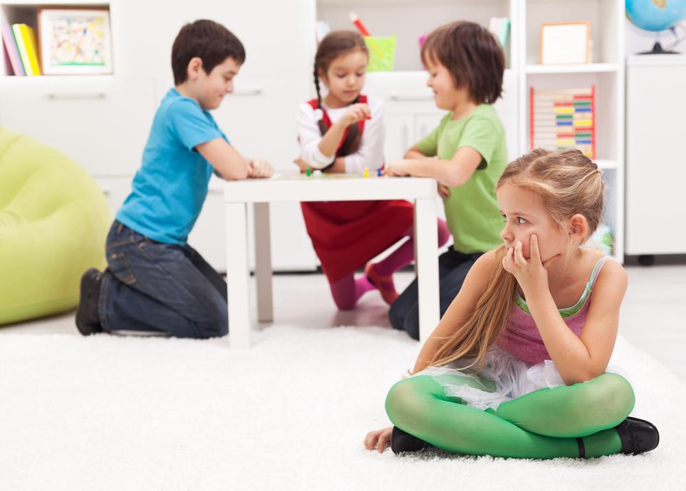 Замкнутый ребенок и другие дети