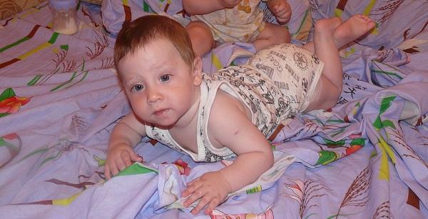Самостоятельное переворачивание малыша 9 месяцев