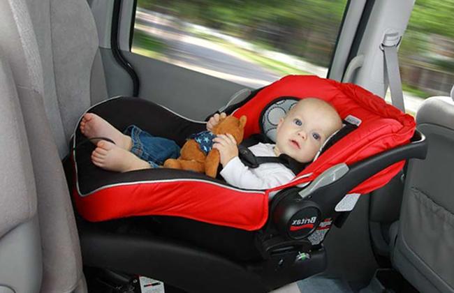Можно ли сажать ребёнка на переднее сиденье в детском кресле пдд 1