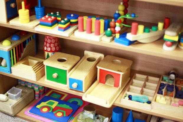 Уголок Монтессори с развивающими игрушками