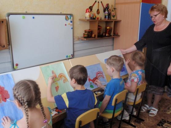 Занятие по рисованию в детском саду