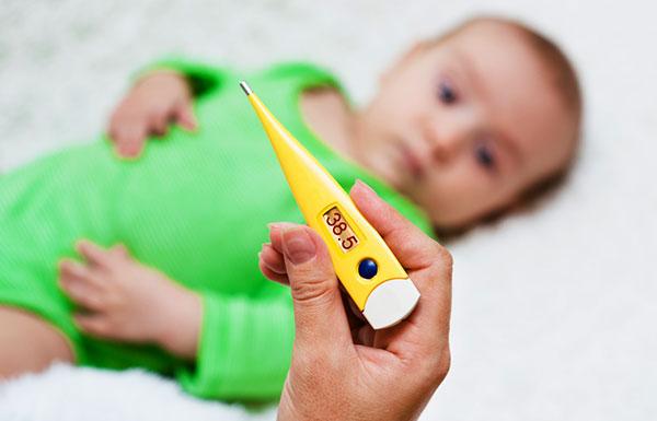 Что должны делать родители, если у ребенка высокая температура?