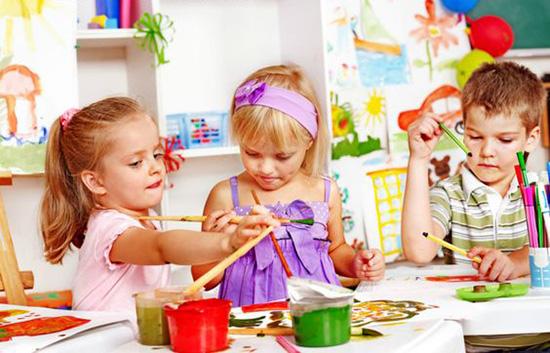 Занятие в детском саду - рисование