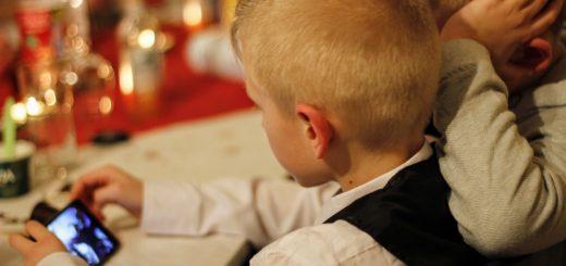 Как влияет телефон на мозг ребенка