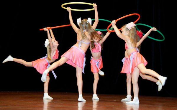 Занятия танцами для детей: 10 причин записать ребенка на хореографию