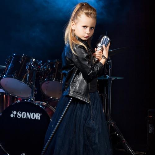 """В мире рок-музыки пополнение: юная рок-звезда из Приморья прошла отбор в шоу """"Голос.Дети"""""""