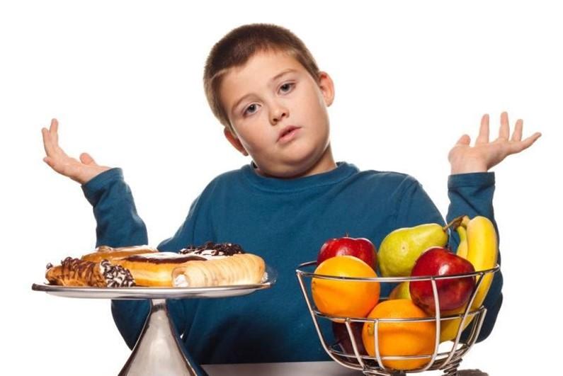 Ученые выяснили, что лишний вес негативно сказывается на успехах детей в учебе