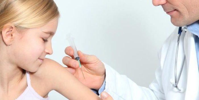 Нужно ли делать прививки себе и своему ребенку?
