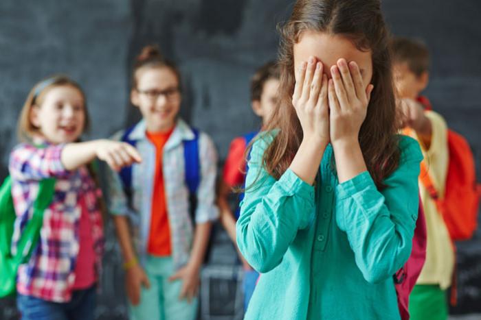 Конфликты ребенка с ровесниками: причины, как помочь их решить