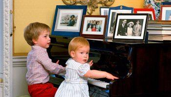 Как принцы в детстве злили папу — принца Чарльза