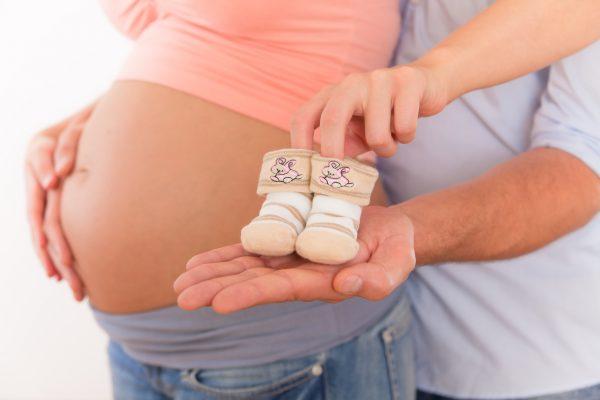 Беременная китаянка подала в суд на курьера, припозднившегося с презервативами