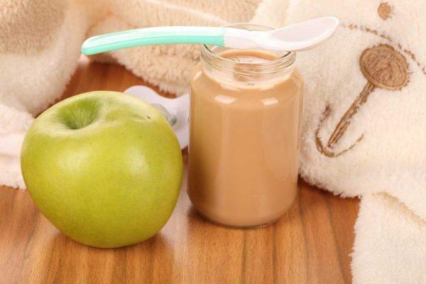Можно ли давать грудничкам фрукты и как это делать