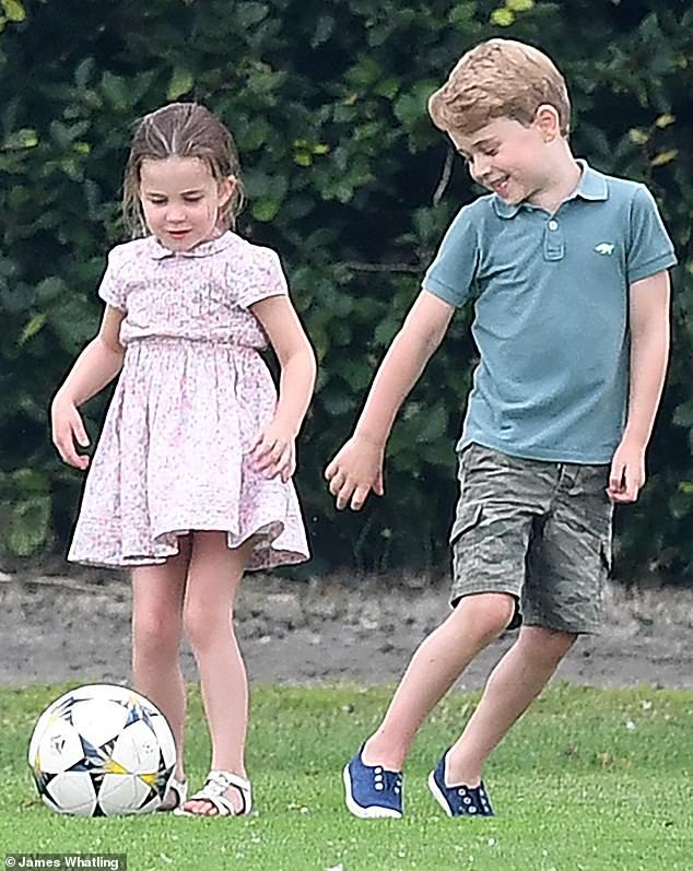 Сын принца Уильяма и Кейт привел в восторг футбольных болельщиков