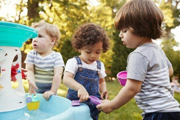 Дети делятся игрушками - как научить