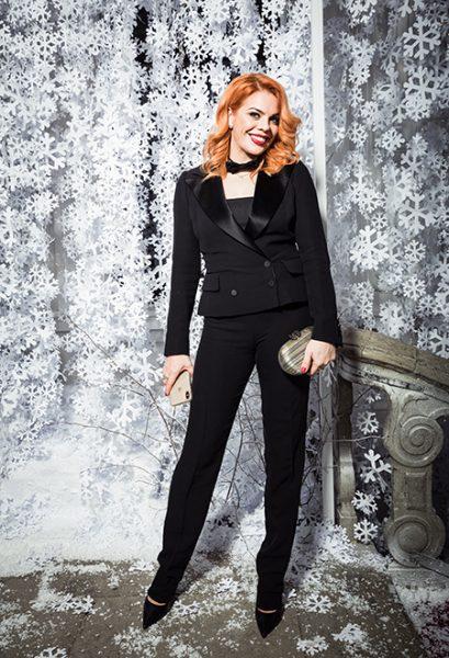 Новогодние сказки начались - Стефания Маликова впервые вышла в свет с младшим братиком