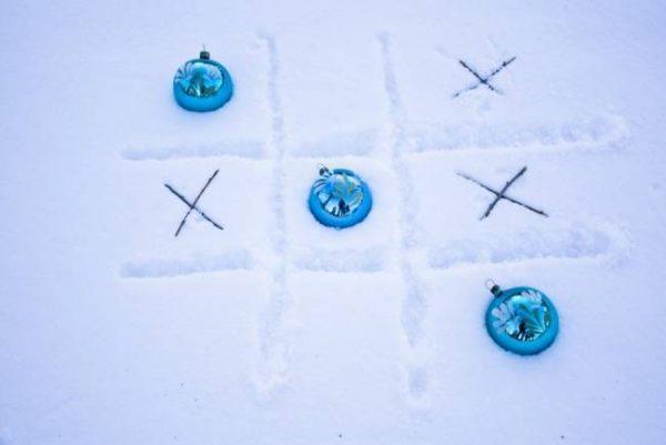 Крестики-нолики на снегу