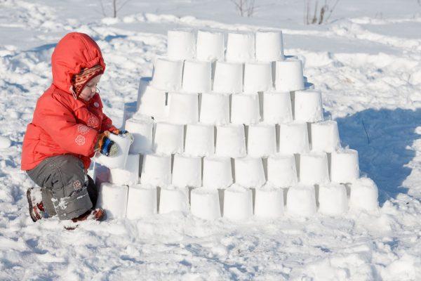 Строительство снежной горы