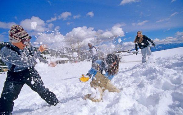 Игра в снежки