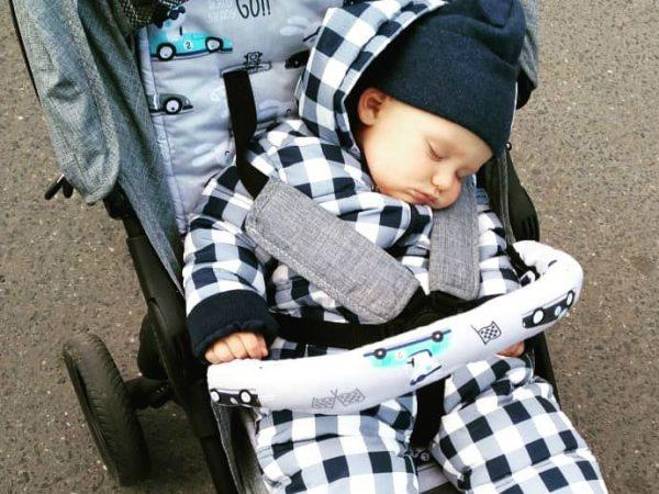 Дневной детский сон в коляске