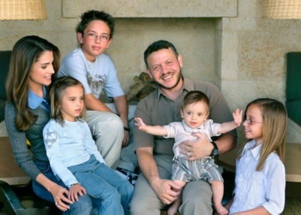 В тетю Хайю пошла - дочь иорданского короля Абдаллы II стала первой женщиной-пилотом страны