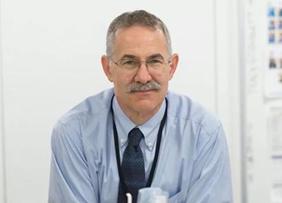 Доктор Джоел, Доцент кафедры педиатрии, медицины окружающей среды и здравоохранения в Медицинской школе Маунт Синай в Нью-Йорке