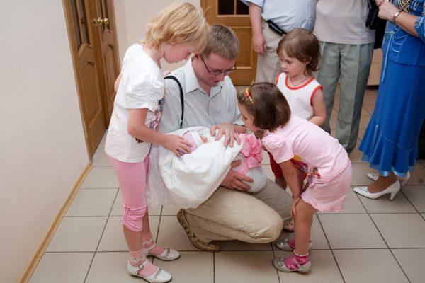 Дети и новорожденный