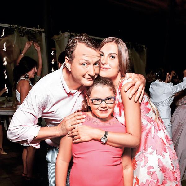 """""""Не повезло девочке... Лицом в папу"""" - Марат Башаров показал взрослую дочку"""