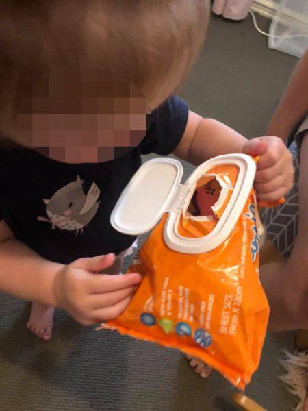 Молодая мама поделилась лайхфаком - Смотрите, как легко успокоить малыша во время смены подгузника