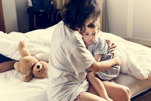 Как успокоить плачушего ребенка