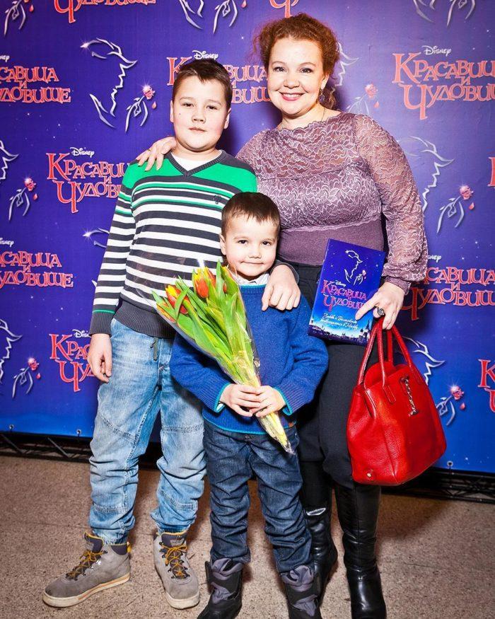 Татьяна Абрамова с сыновьями