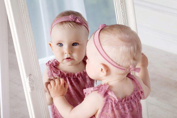 ребенок и зеркало