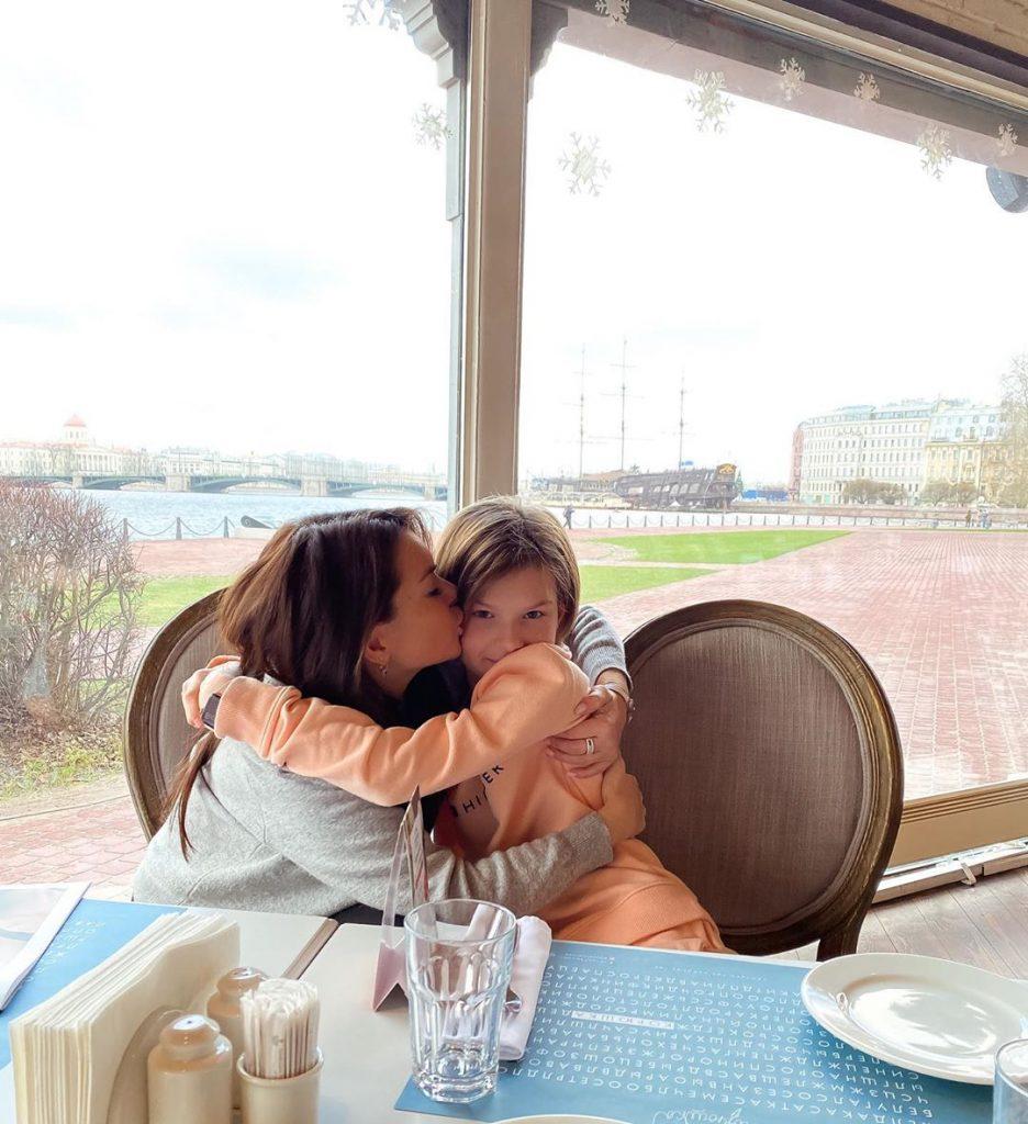 Катя Жужа с дочкой